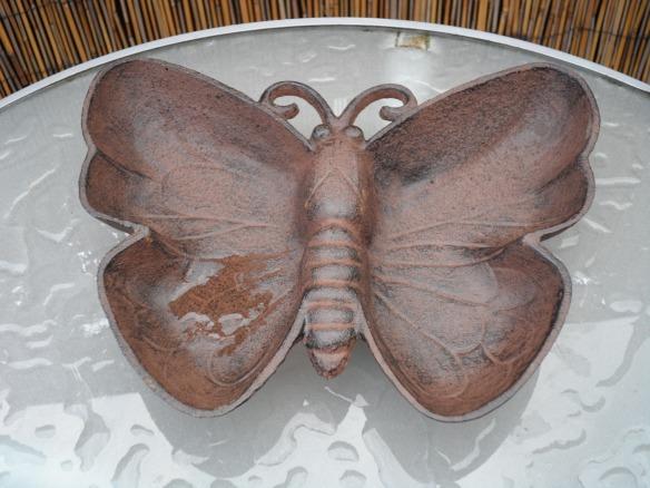 Antique cast iron birdbath/feeder